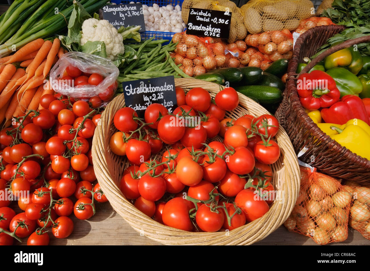 Sales display, colorful vegetables, tomatoes, peppers, onions, beans and carrots, farm shop, country store - Stock Image