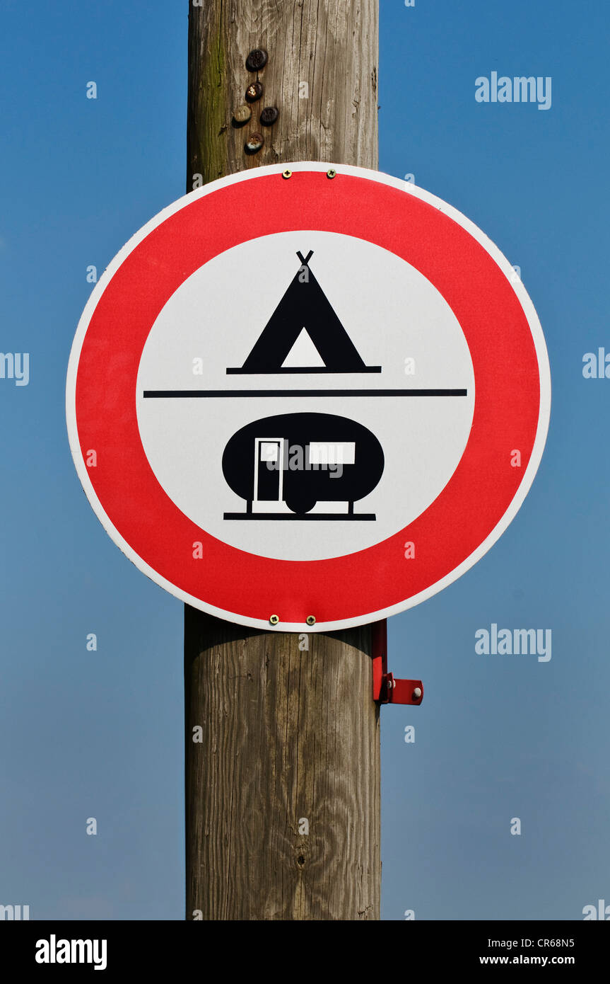 Sign, camping or caravanning prohibited - Stock Image