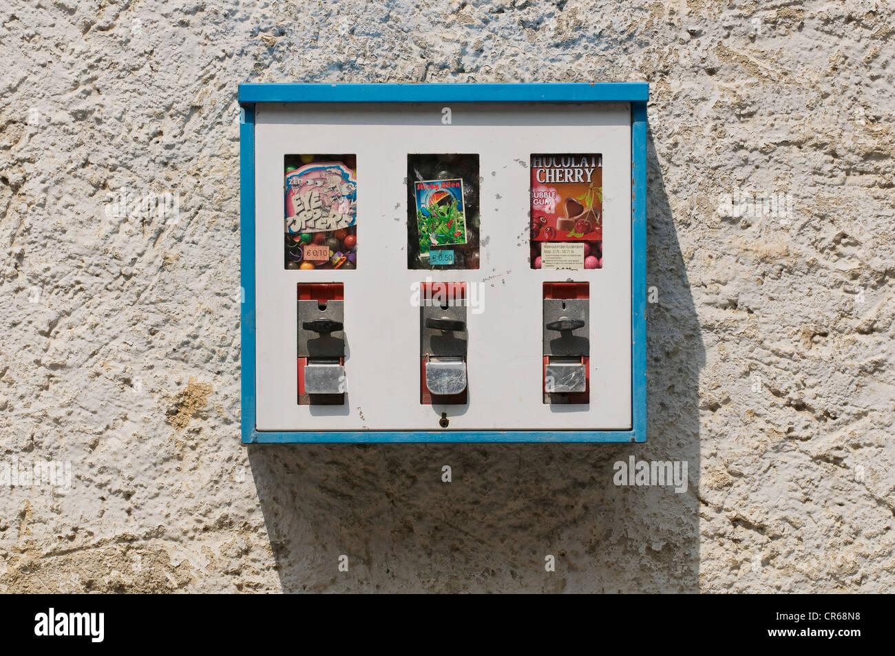 Gumball vending machine - Stock Image