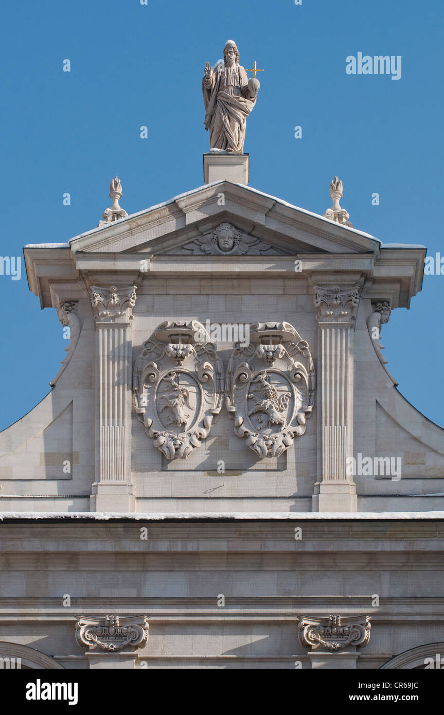 Christus Salvator, gabled west facade of Salzburg Cathedral, including the coat of arms of Markus Sittikus and Paris - Stock Image