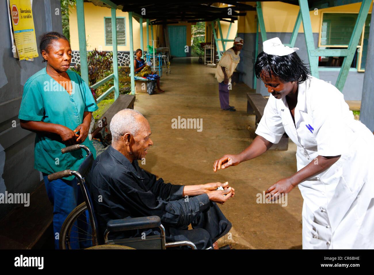Leper receiving medication, TB and leprosy settlement, Manyemen, Cameroon, Africa - Stock Image