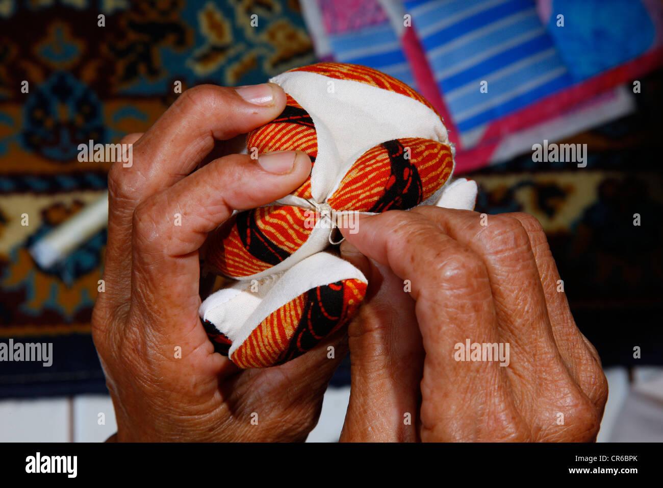 Woman making patchwork, detail hof the ands, artisan, Palalangon, Bandung, Java, Indonesia, Southeast Asia - Stock Image