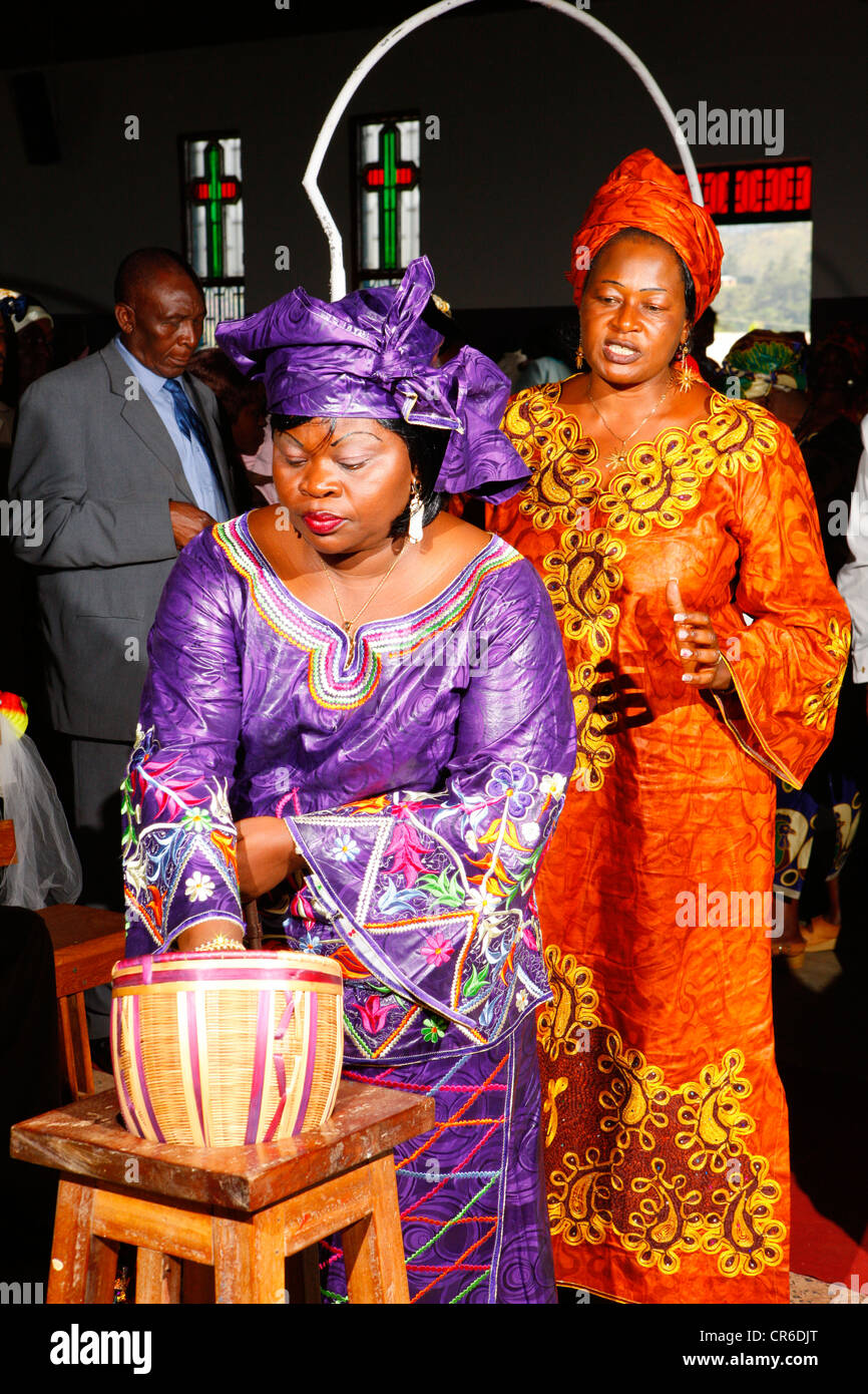 Woman during the collection, wedding, Bamenda, Cameroon, Africa - Stock Image
