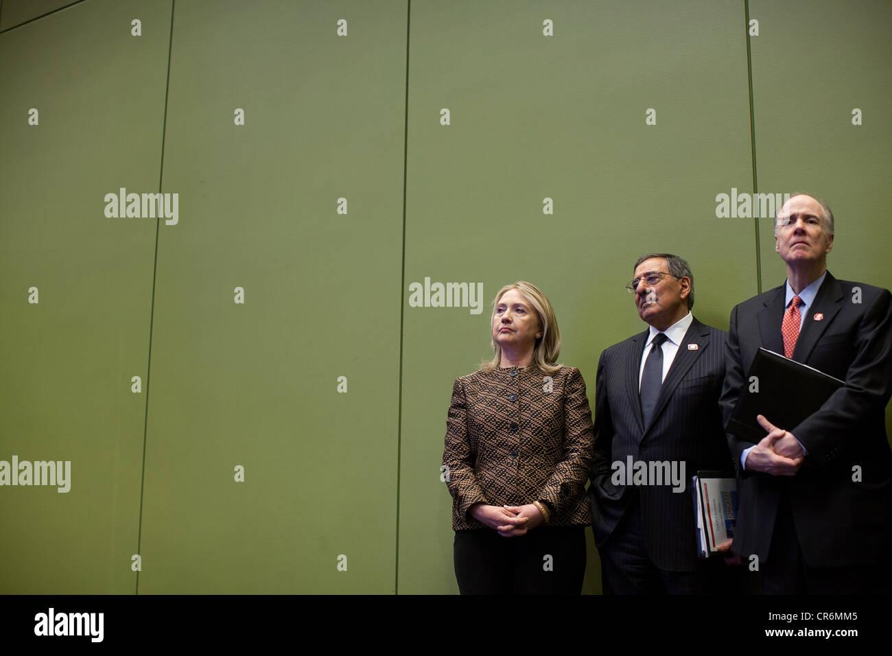 US Secretary of State Hillary Rodham Clinton, Defense Secretary Leon Panetta, and National Security Advisor Tom - Stock Image