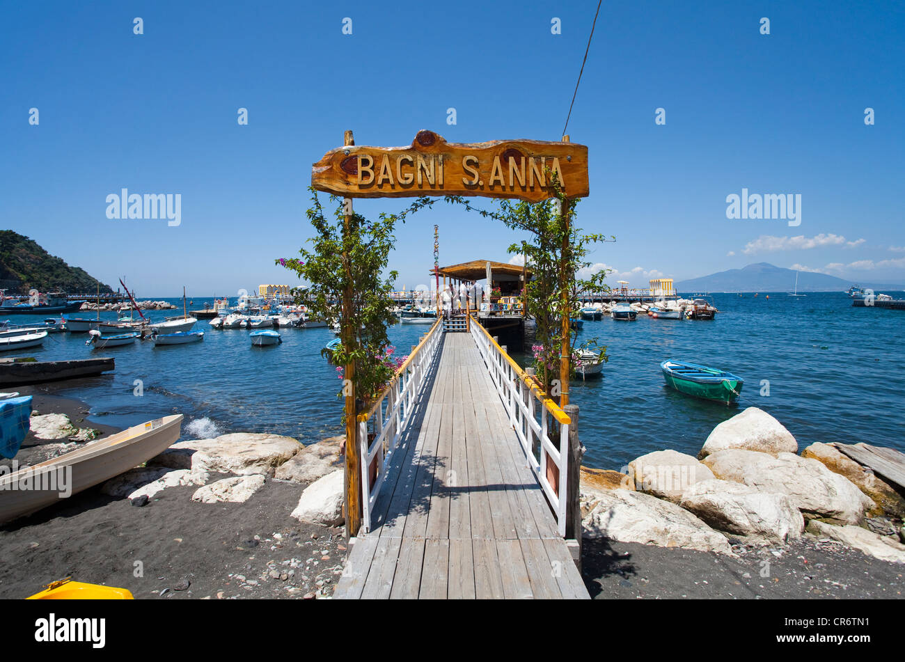 Boardwalk with label Bagni S. Anna, beach, fishing port, Marina Piccola, o, o Peninsula, Gulf of Naples, Campania, - Stock Image
