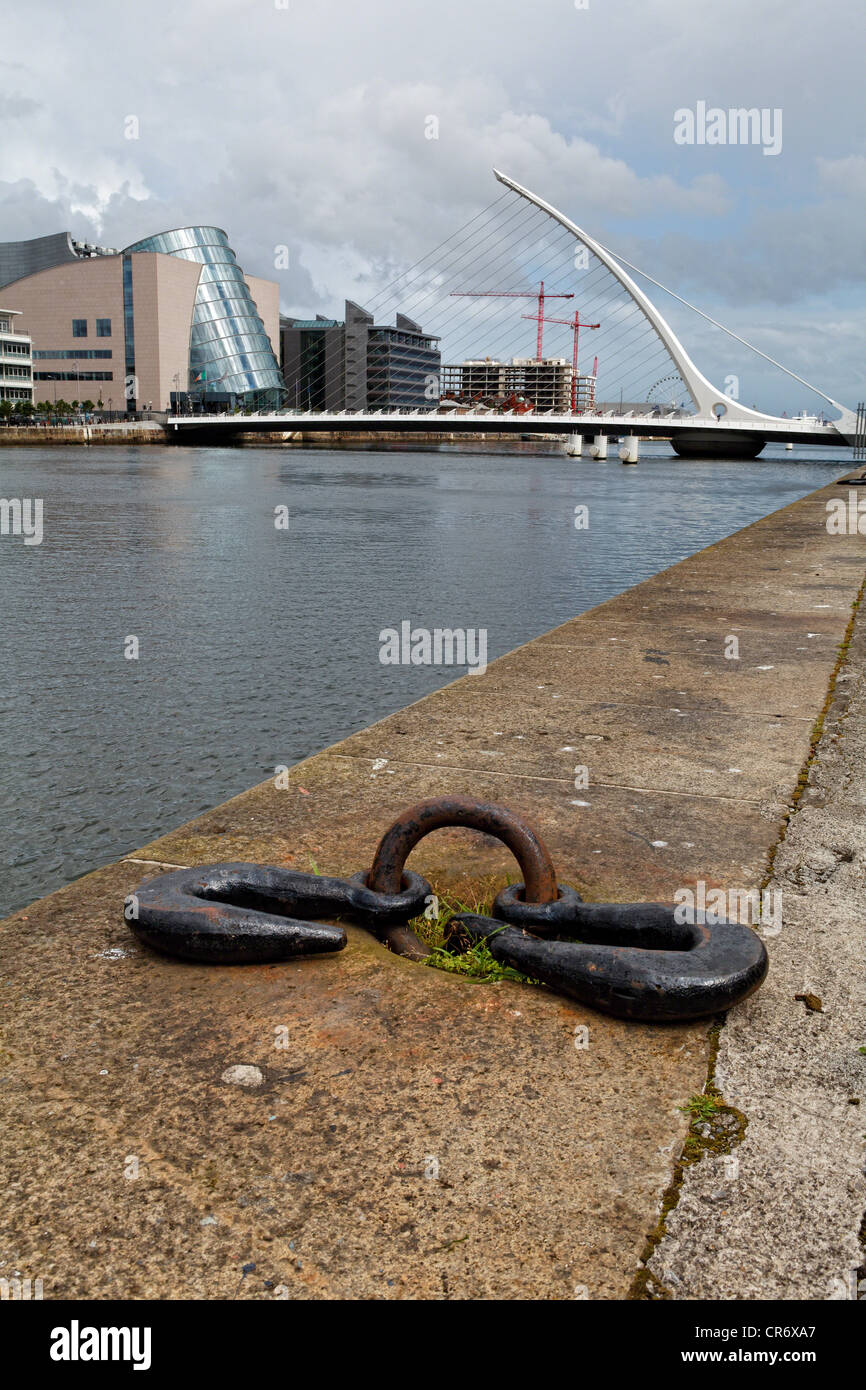 View of the Quay on the Liffey River with the Samuel Beckett Bridge, Dublin Ireland - Stock Image