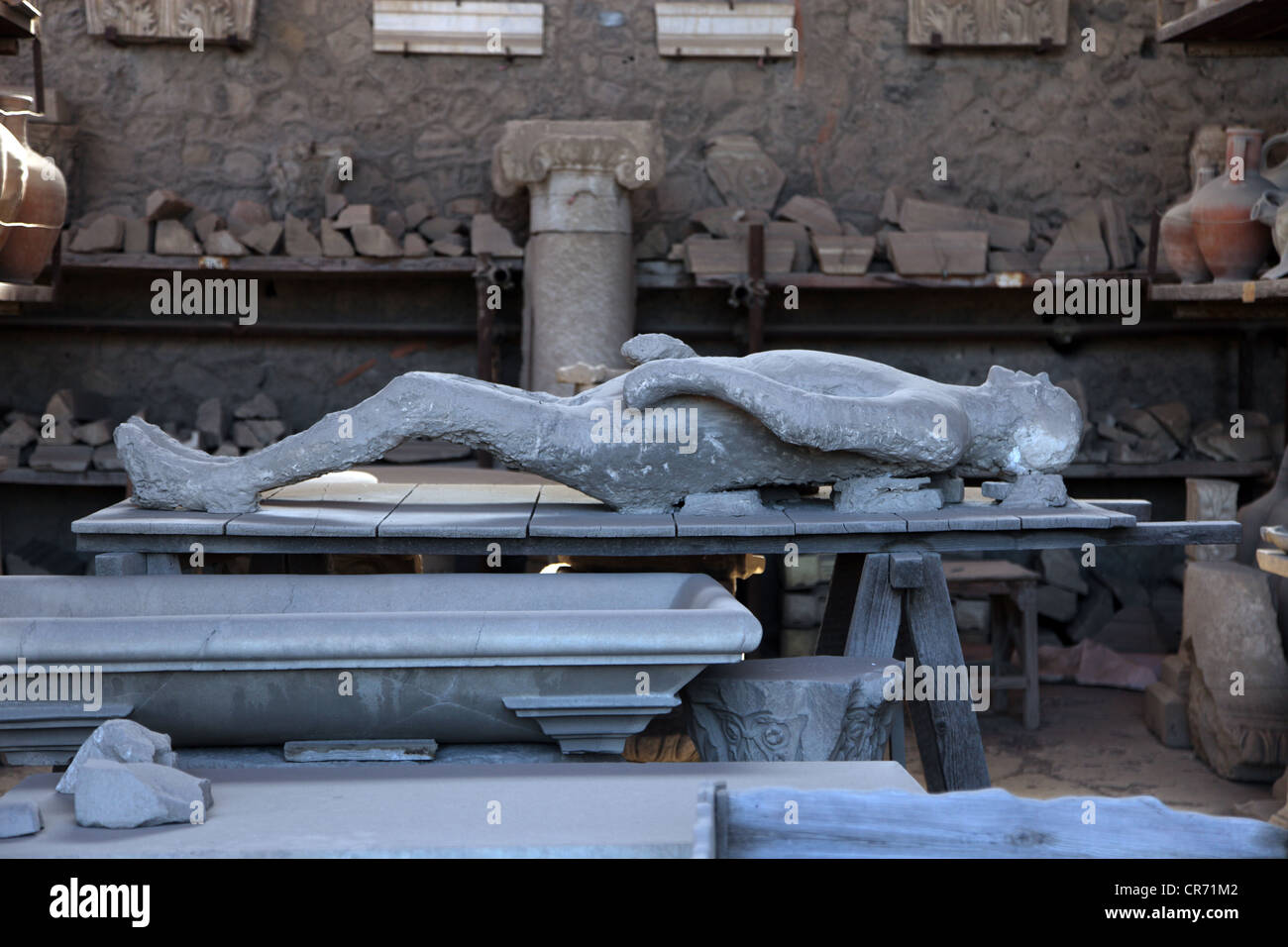 Plastercast of a Pompeii victim buried in volcanic ash - Stock Image