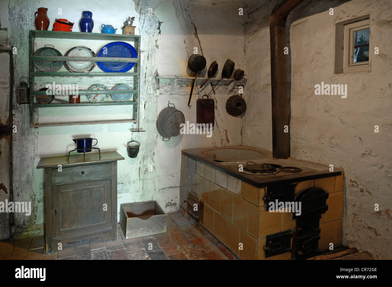Kitchen with stove and plate board, 1926, shepherd's house from Hambuehl, 1744, Landkreis Neustadt Aisch district Stock Photo