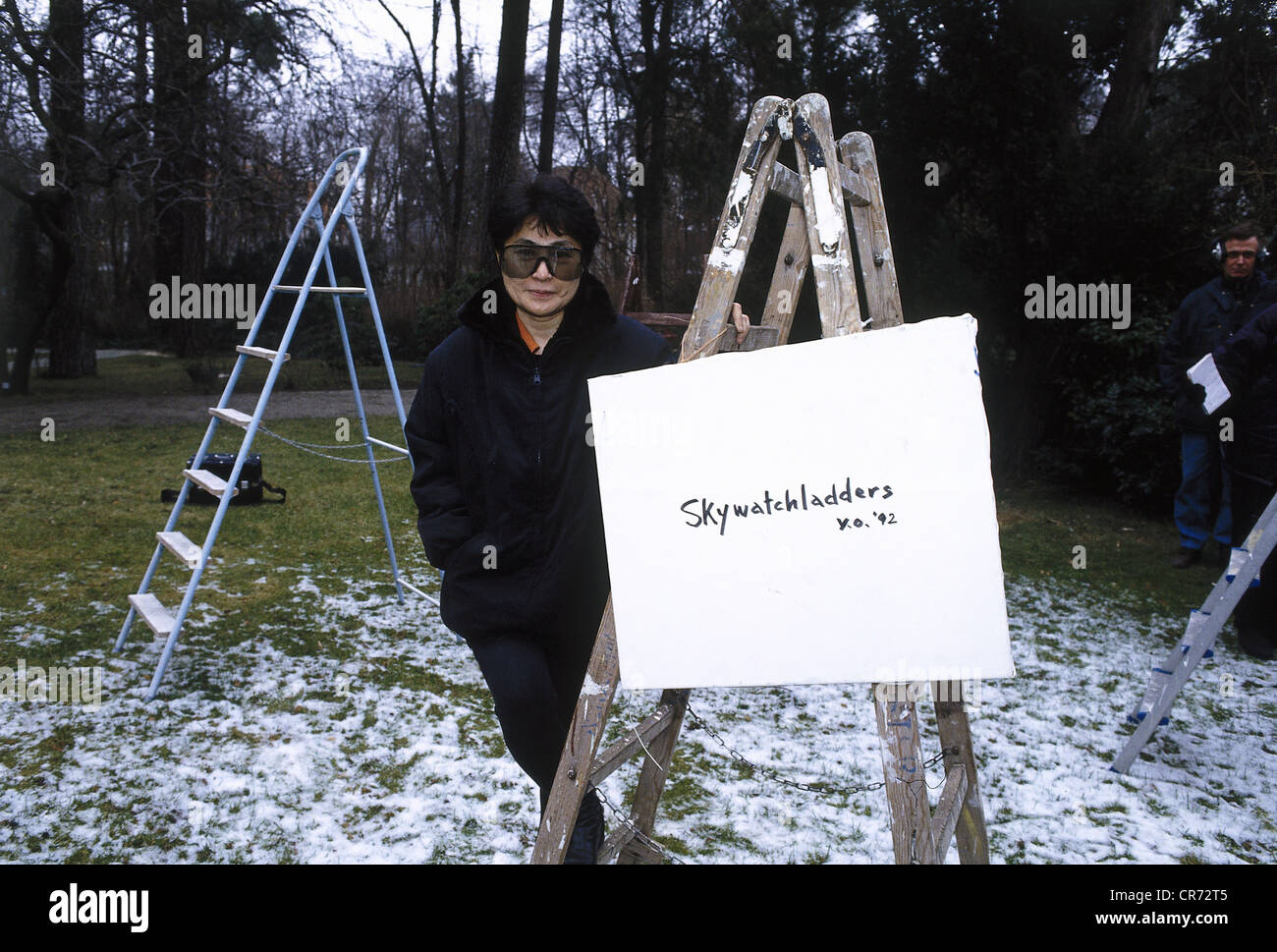 Ono, Yoko, * 18.2.1933, Japanese artist, widow of John Lennon, half length, preparing her exhibition 'Color, - Stock Image