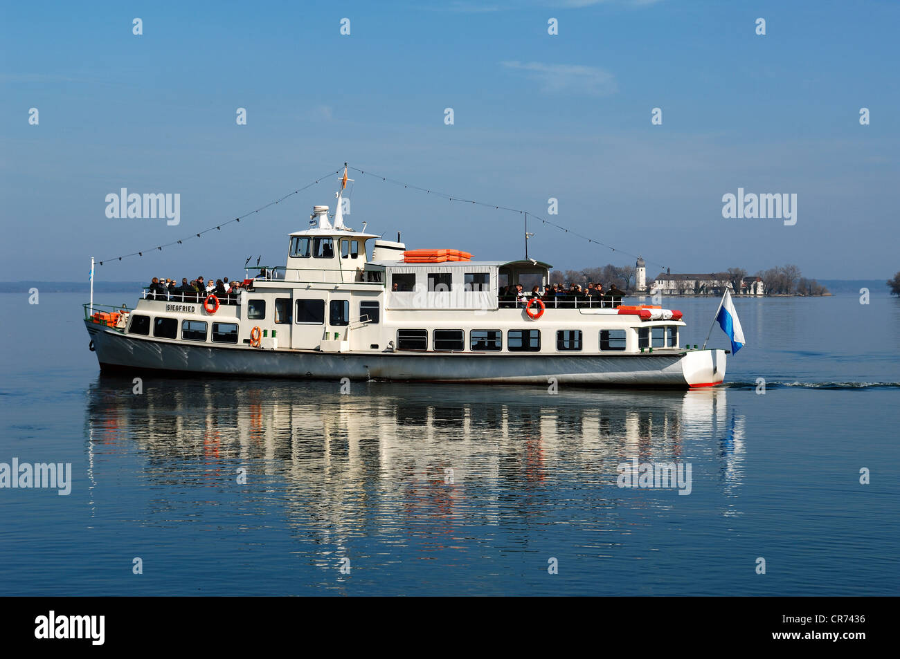 Ferry on Lake Chiemsee, Frauenchiemsee island, also know as Fraueninsel island at the back, Chiemsee, Upper Bavaria Stock Photo