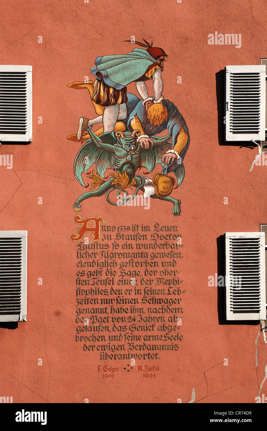 Fresco from the legend of Dr Faustus, on the facade of Zum Loewen guesthouse, Rathausgasse 8, Staufen, Baden-Wuerttemberg - Stock Image