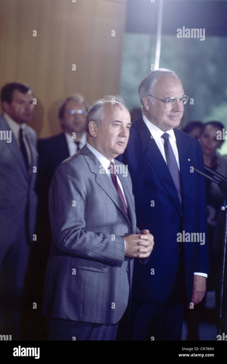 Mikhail Gorbachev, * 2.3.1931, Soviet politician (CPSU), half length, during a state visit to Germany, with the - Stock Image