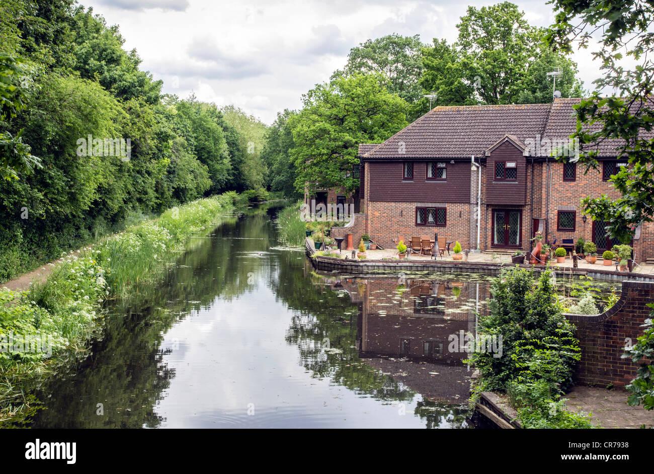 Basinstoke Canal, Woking, canal-side house, Surrey, England, UK. - Stock Image