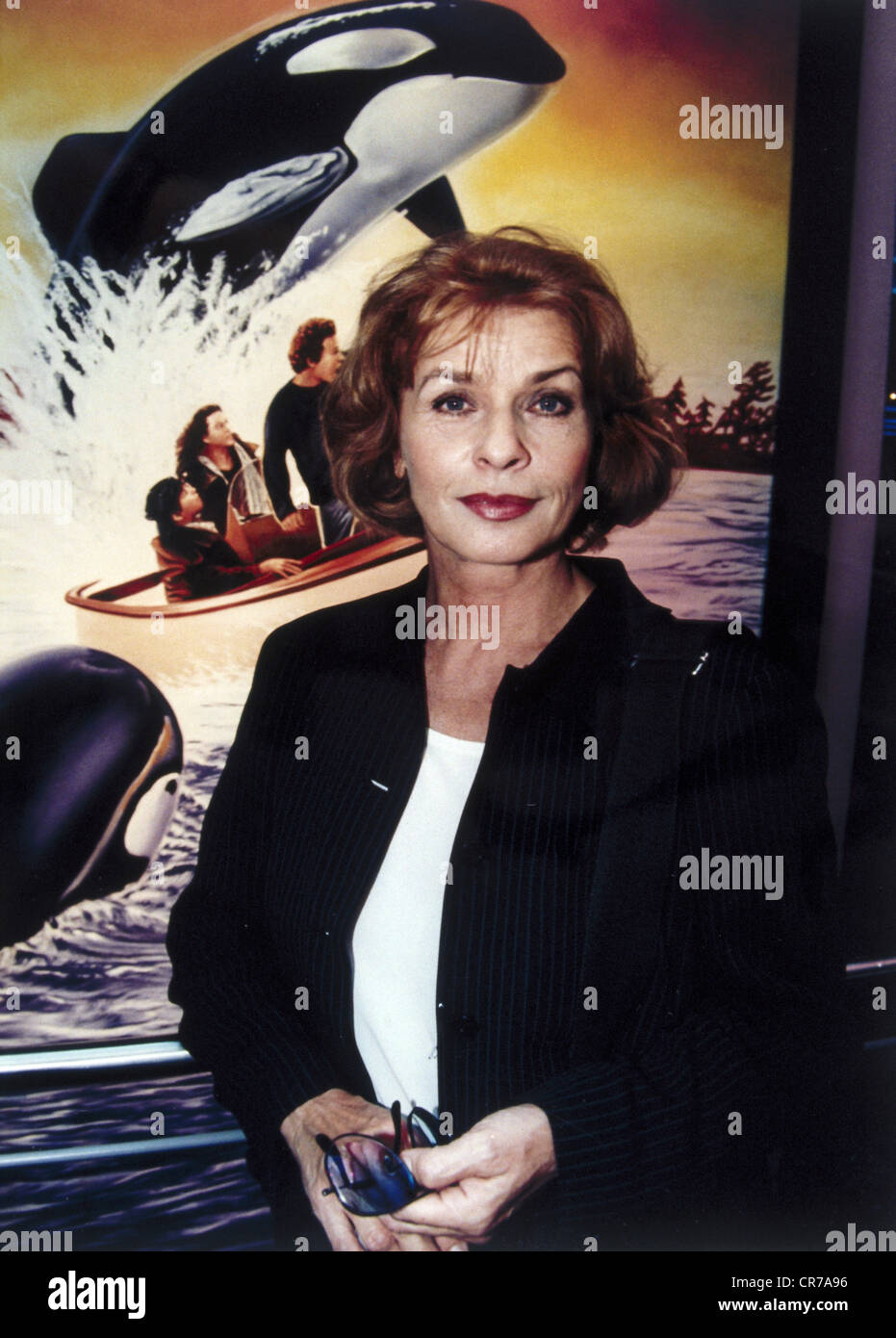 """Berger, Senta, * 13.5.1941, Austrian actress, half length, as UNICEF ambassador, at the preview of the movie """"Free Willy II"""" in Munich, August 1995, Stock Photo"""