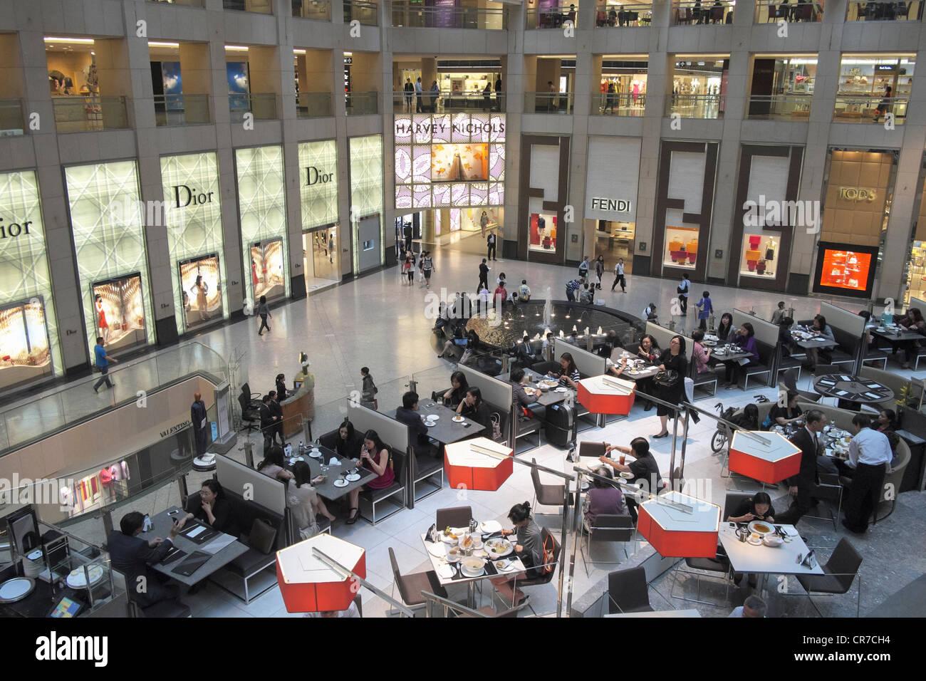 Interior of upmarket Landmark Centre shopping mall in Hong Kong - Stock Image