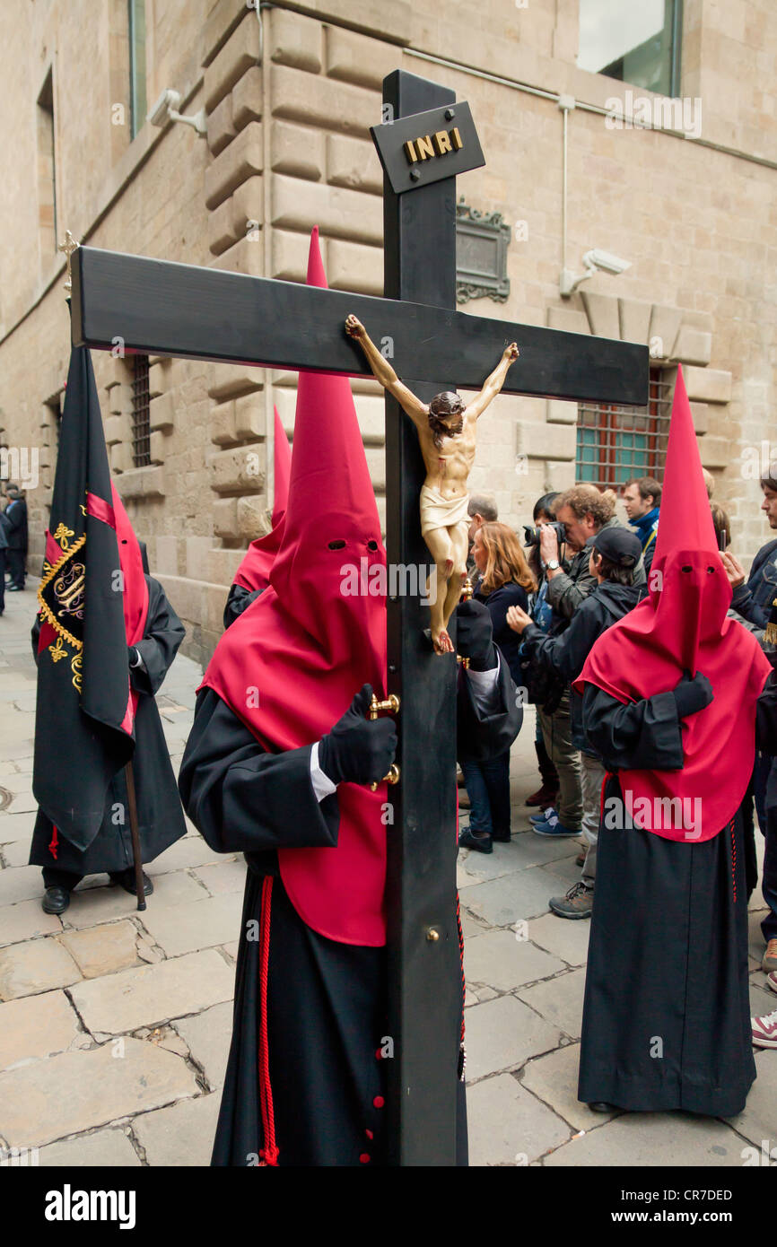 Penitents with crosses at the Good Friday procession, Semana Santa, Holy Week, Barcelona, Catalonia, Spain, Europe - Stock Image