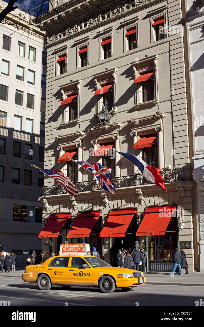 United States, New York City, Manhattan, 5th avenue, Cartier boutique, yellow cab - Stock Image