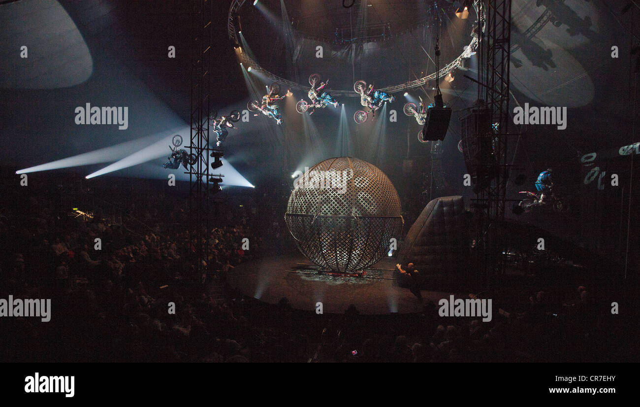 AirFours freestyle motorcycle performance, FlicFlac Christmas Circus, premiere of Schrille Nacht, eilige Nacht, - Stock Image