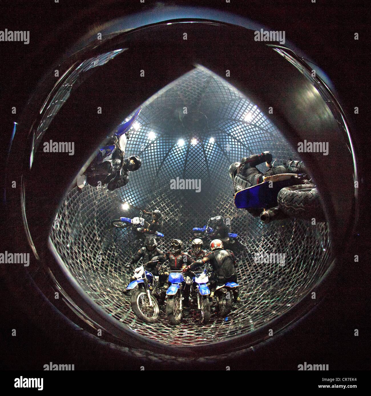 Globe of Speed, FlicFlac Christmas Circus, premiere of Schrille Nacht, eilige Nacht, Westfalia Hall, Dortmund - Stock Image