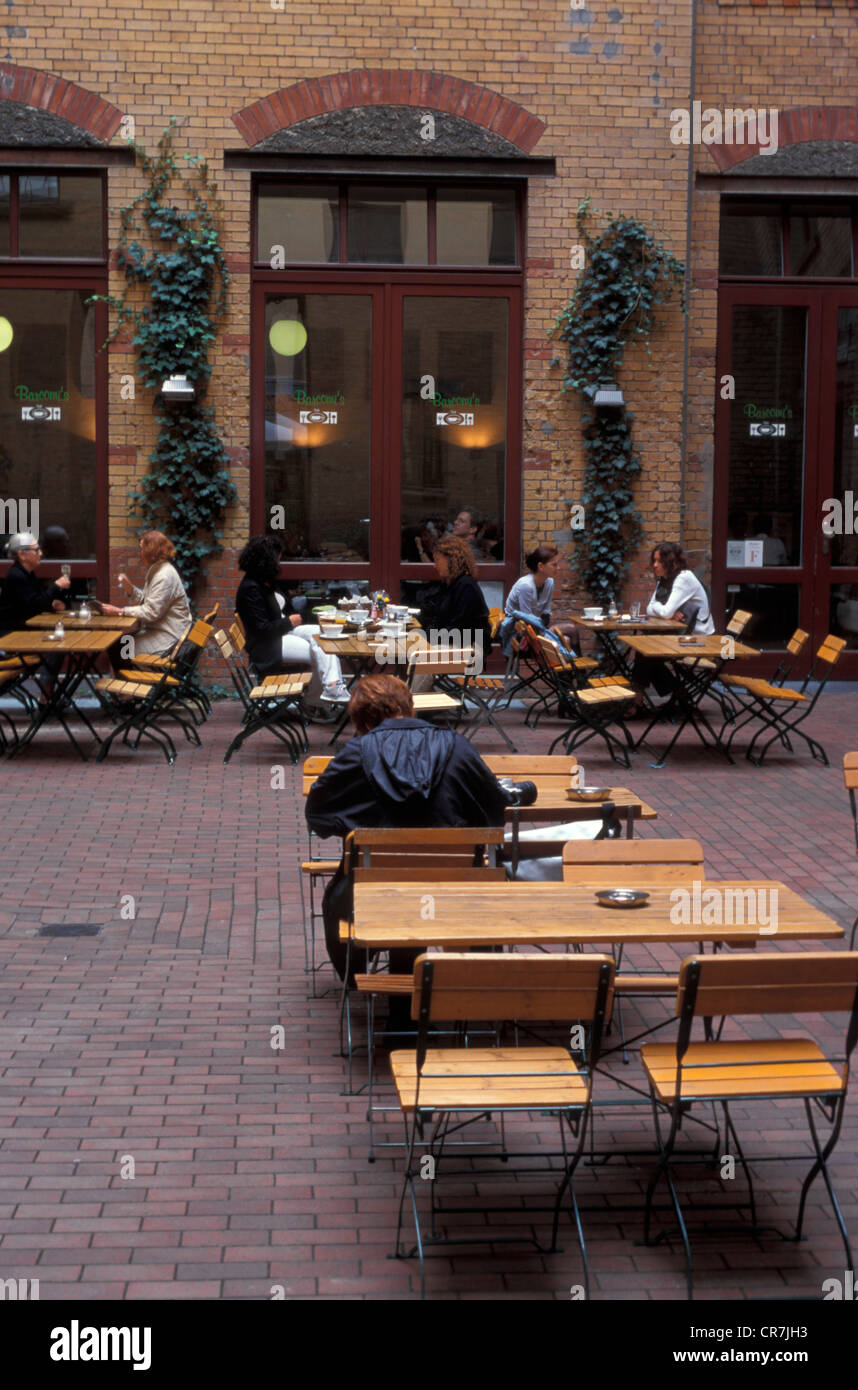 Germany, Berlin, Sophienstrasse 21, terrace of the cafe Barcomi's in the Sophie-Gips Höfe - Stock Image