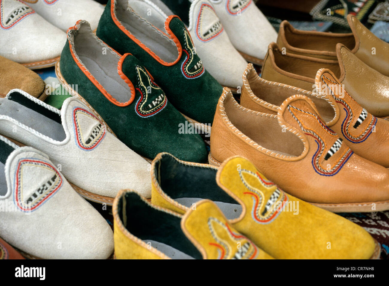 Tunisia, Southern region, Douz, crafts, shoes and leather slippers - Stock Image