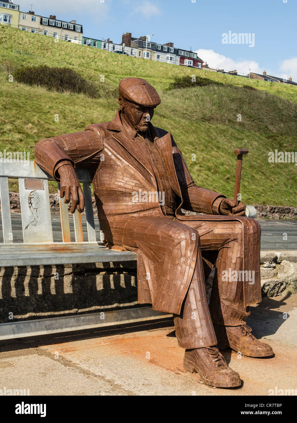 Metal sculpture of Freddie Gilroy and the Belsen Stragglers by Ray Lonsdale on Royal Albert Drive Scarborough UK - Stock Image
