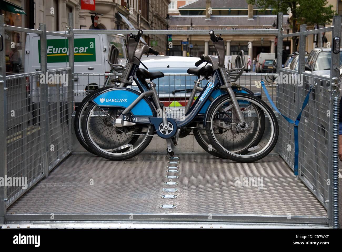 transport of TFL bikes loading unloading - Stock Image