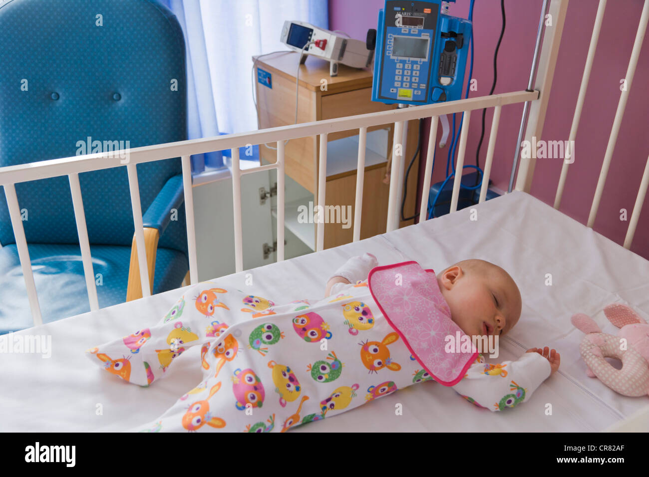 baby girl 6 months sleeping in the cot bed in the nhs hospital stock photo 48735303 alamy. Black Bedroom Furniture Sets. Home Design Ideas