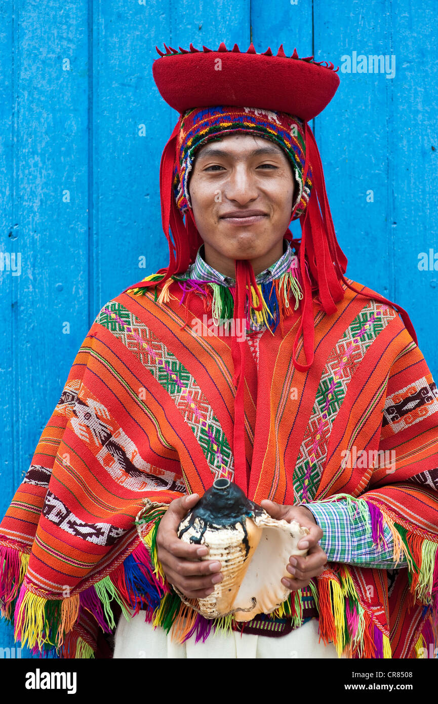 Peru, Cuzco province, Huaro, dancer in traditional costume for the corn festival, Sara Raymi - Stock Image