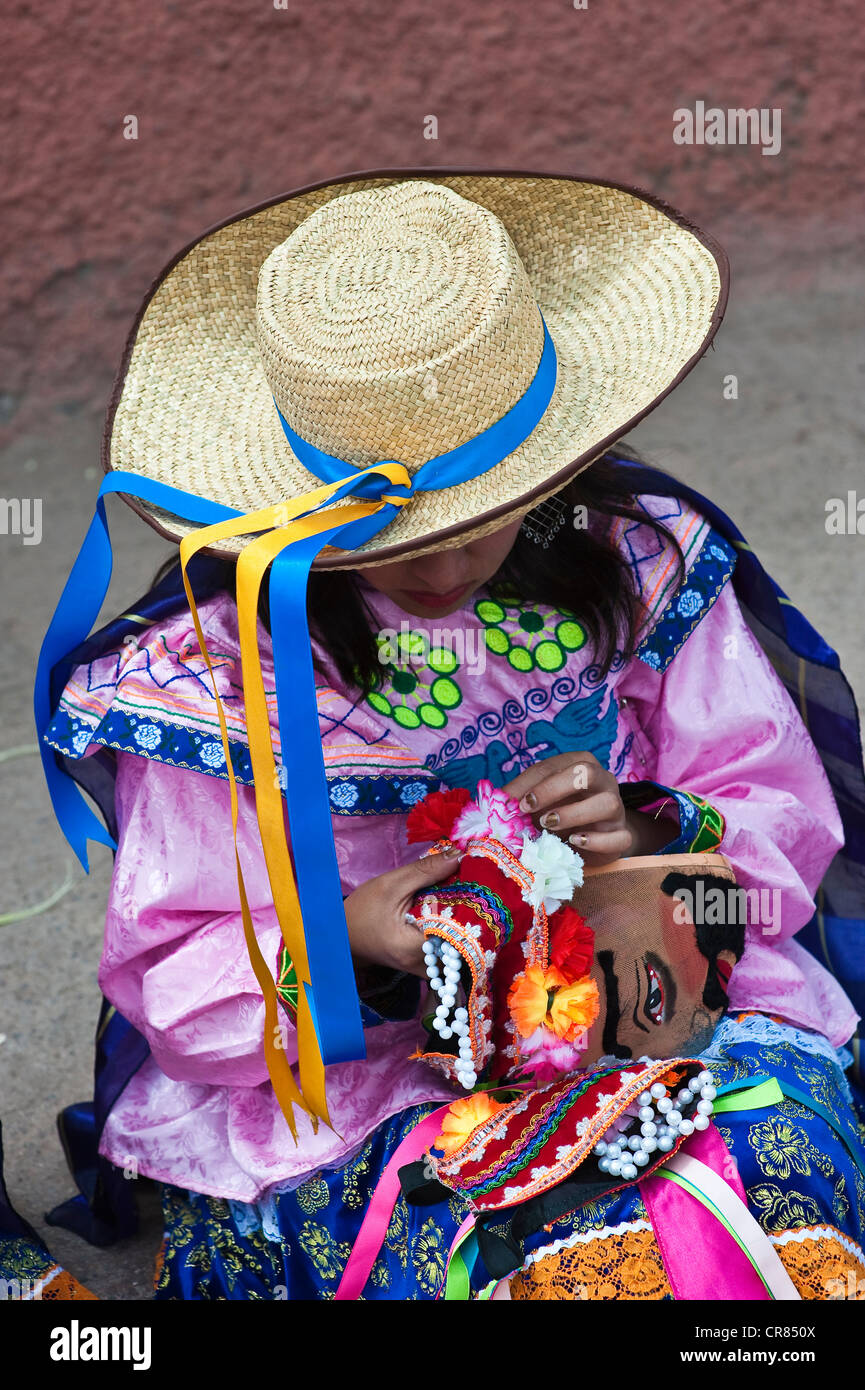 Peru, Cuzco Province, Huaro, dancer in traditional costume for the festival of maize, Sara Raymi - Stock Image