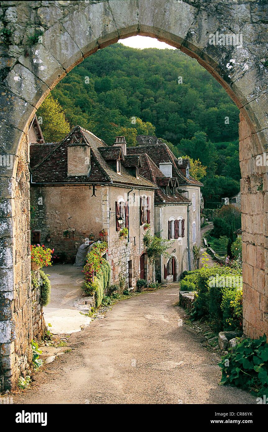 France, Lot, St Cirq Lapopie labelled Les Plus Beaux Villages de France (The Most Beautiful Villages of France) - Stock Image