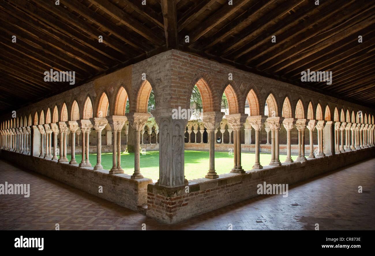 France, Tarn et Garonne, Moissac, stop on the Way of St James, UNESCO World Heritage, the cloister - Stock Image