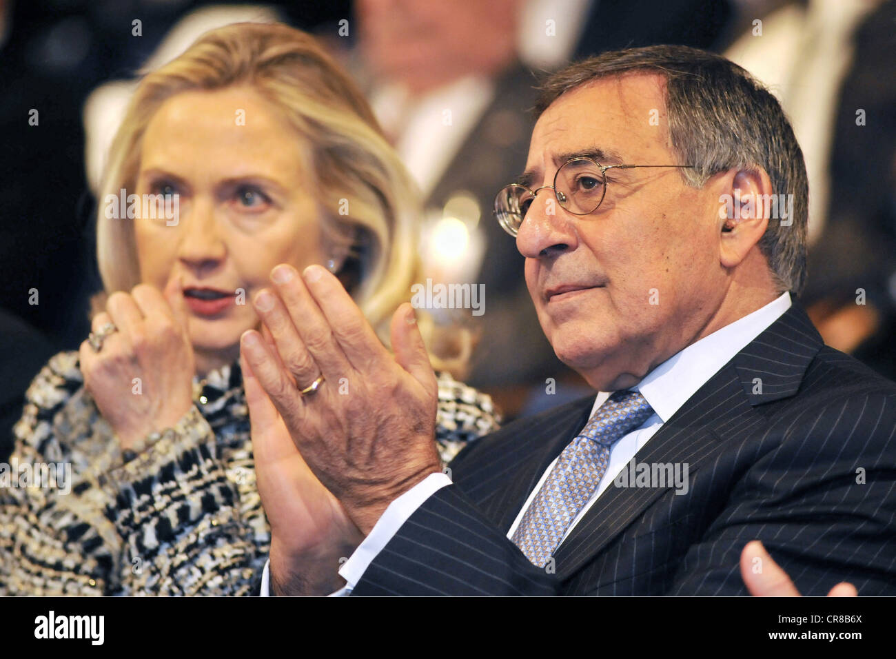 Panetta, Leon, * 28.6.1938, American politician (democrat), half length, with American Foreign minister Hillary - Stock Image