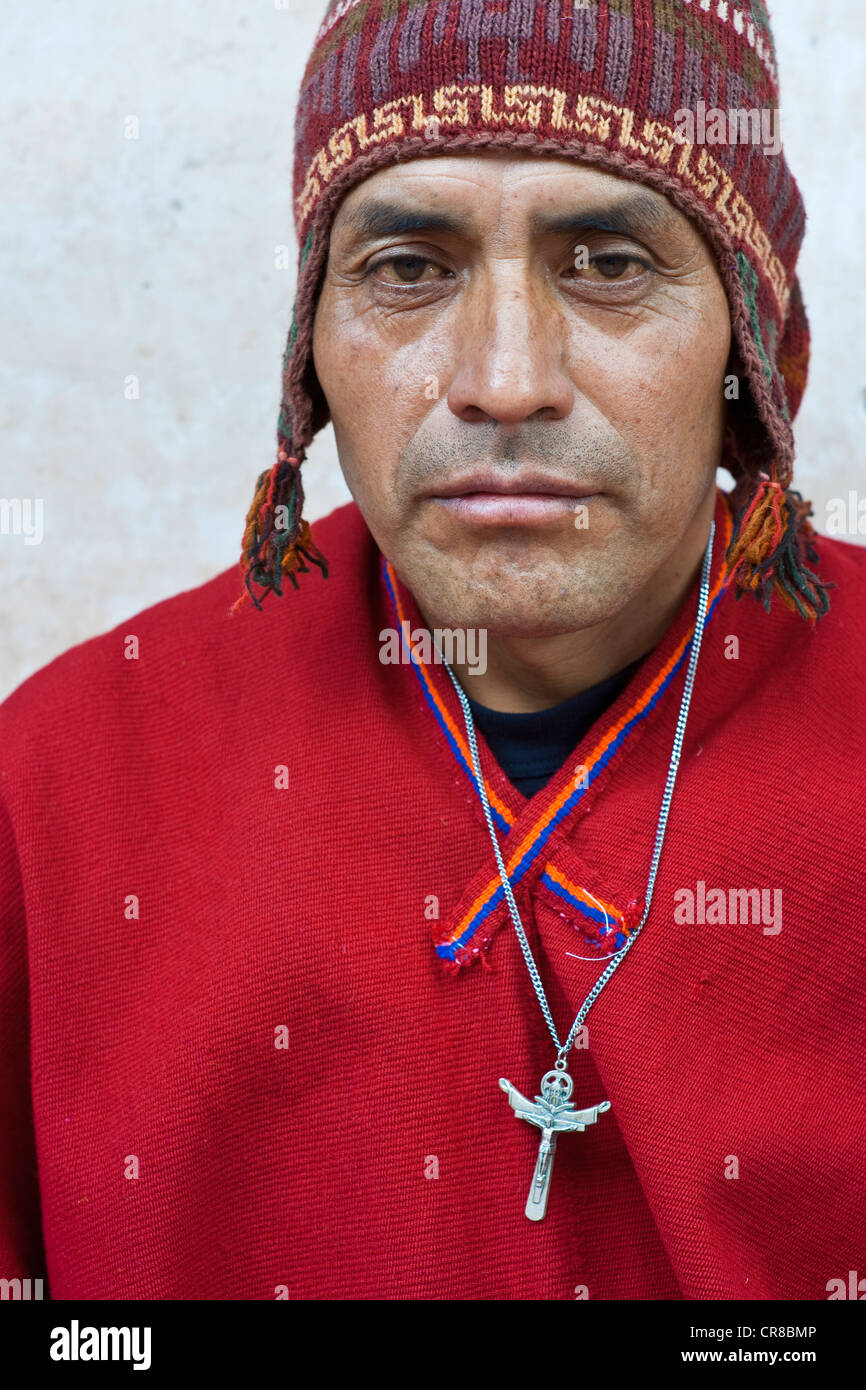 Peru Cuzco Province Huasao listed as mystical touristic village Pablo shaman curandero officiating in village ceremony Stock Photo