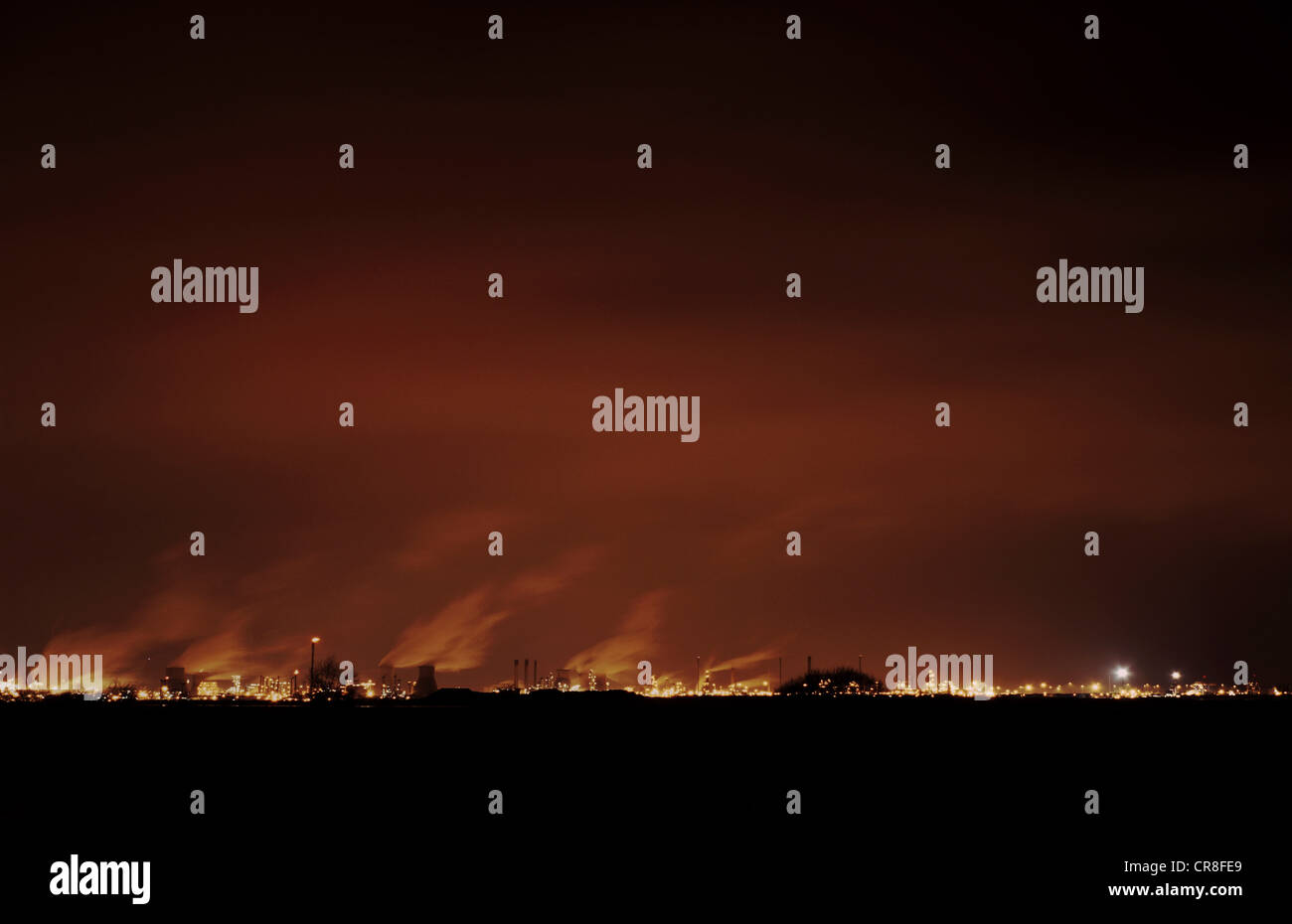 Grangemouth oil refinery at night, Scotland - Stock Image