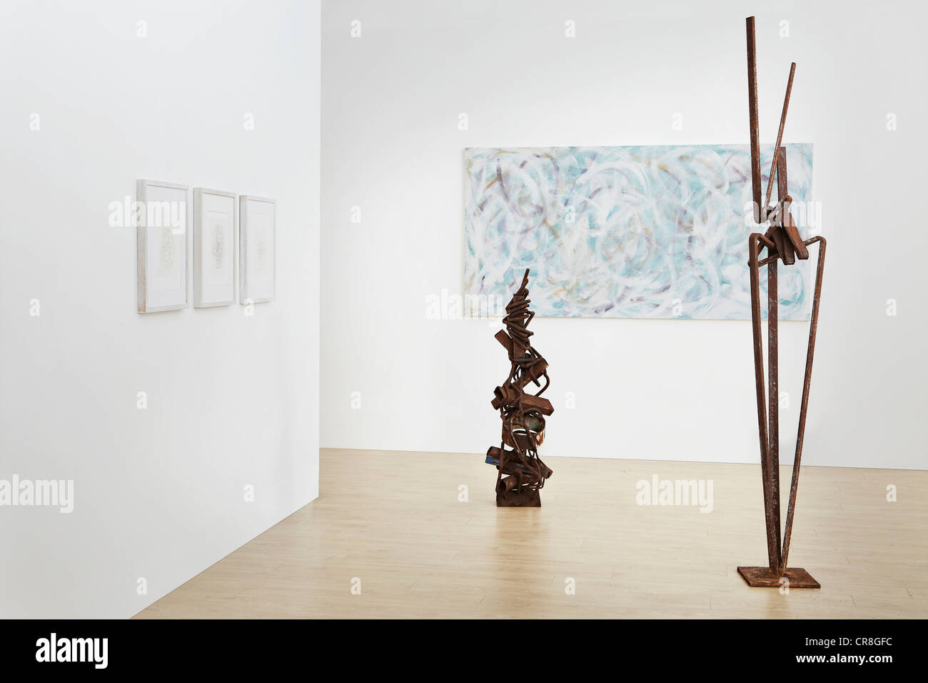 Sculpture and painting in art gallery - Stock Image