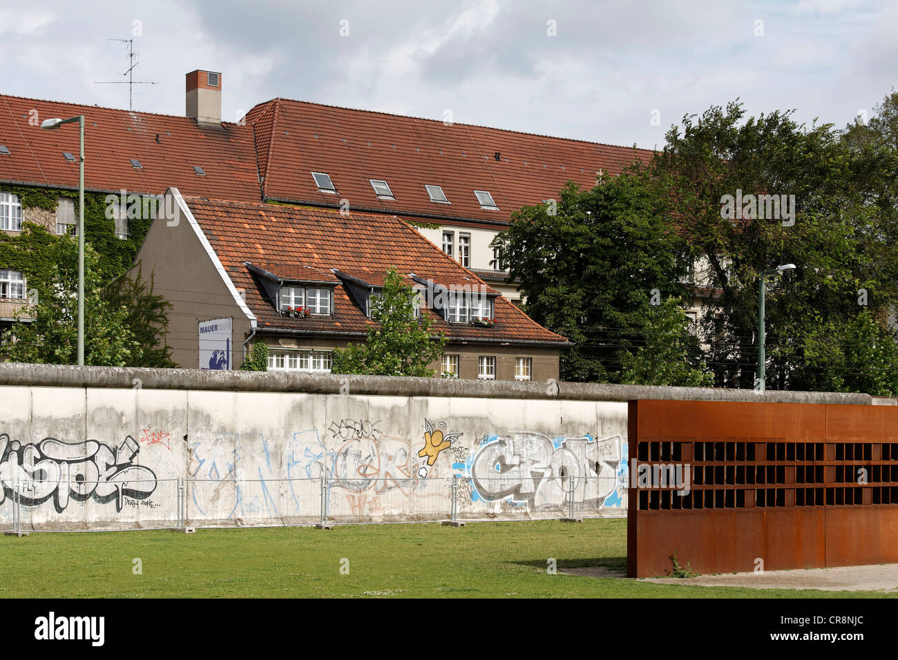 'Fenster des Gedenkens', 'Window of Remembrance' for victims of the Berlin Wall Memorial, Bernauer - Stock Image