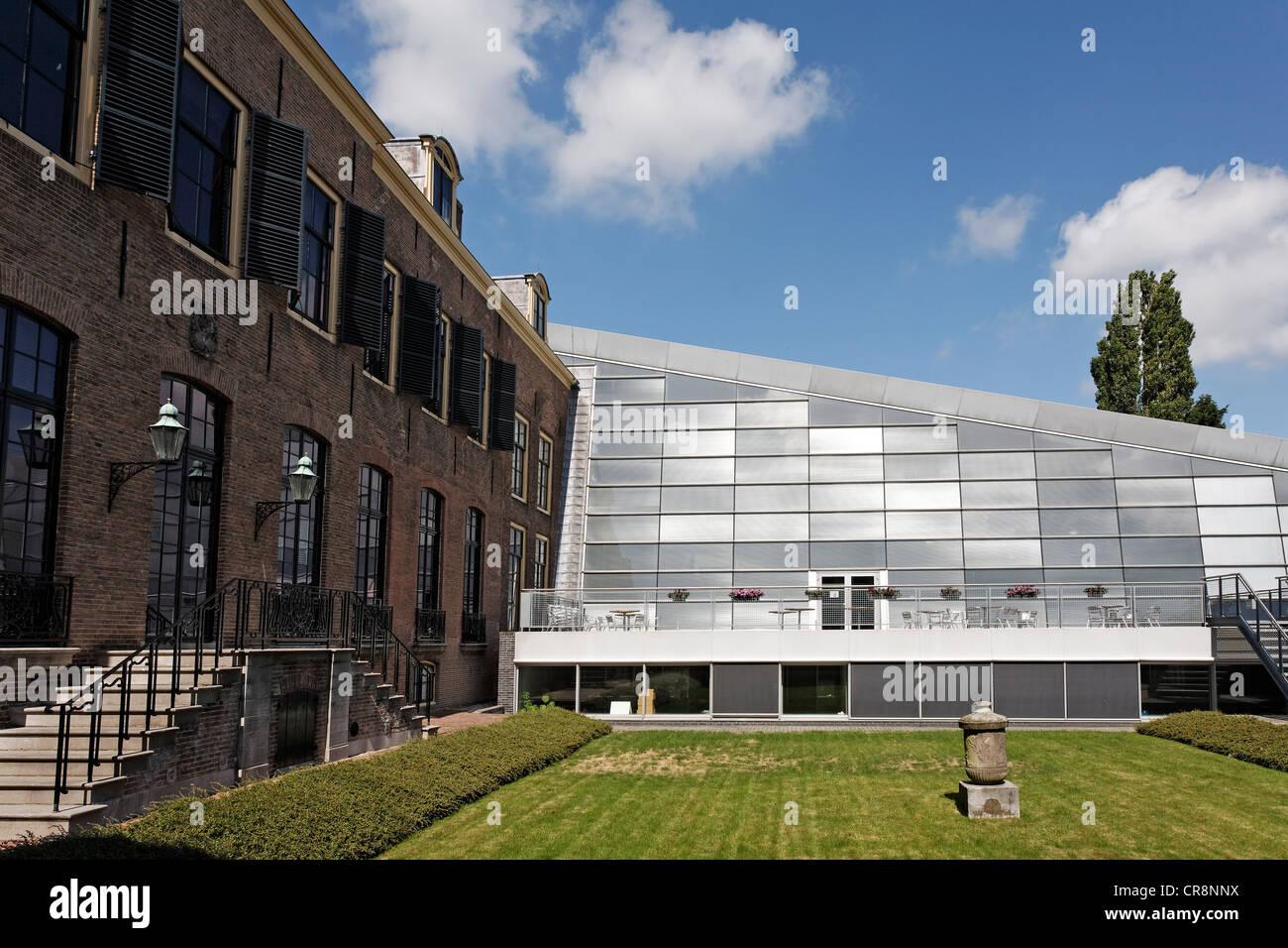Zeeuws Archief archive, modern addition to the historic Van de Perrehuis building, Middelburg, Walcheren, Zeeland, - Stock Image