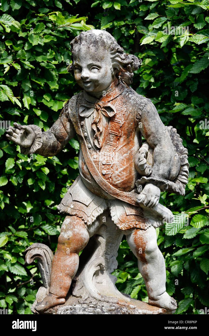Cavalier holding a three cornered hat under his armpit, sculpture by Ferdinand Tietz, Rococo Gardens - Stock Image