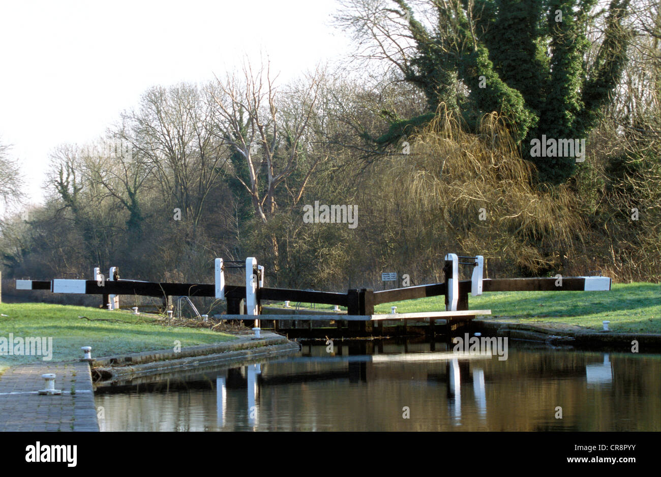 Kennet canal lock gates at Thatcham - Stock Image