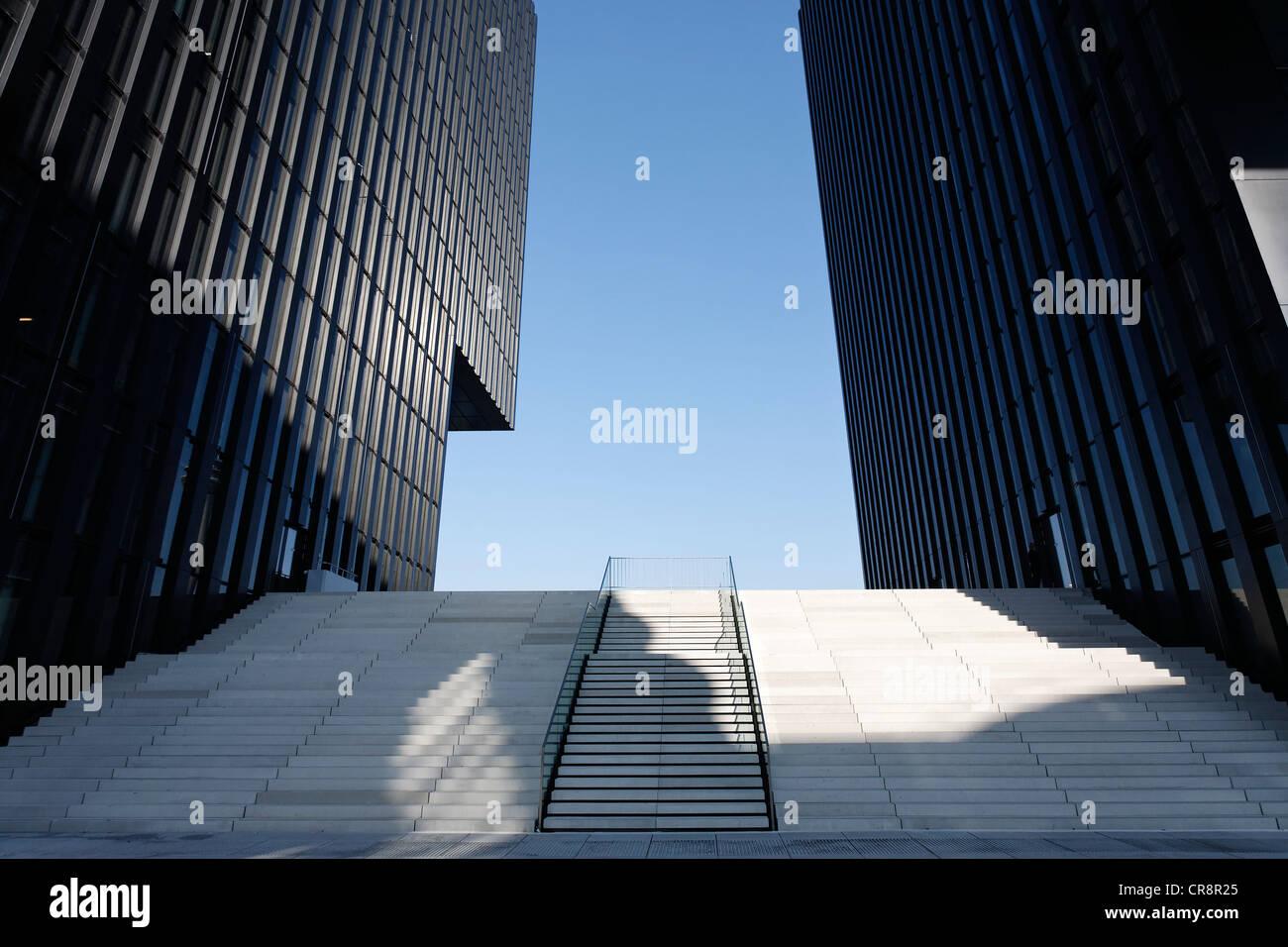 Wide flight of stairs leading upwards between two skyscrapers, Hafenspitze, Medienhafen harbour, Duesseldorf - Stock Image