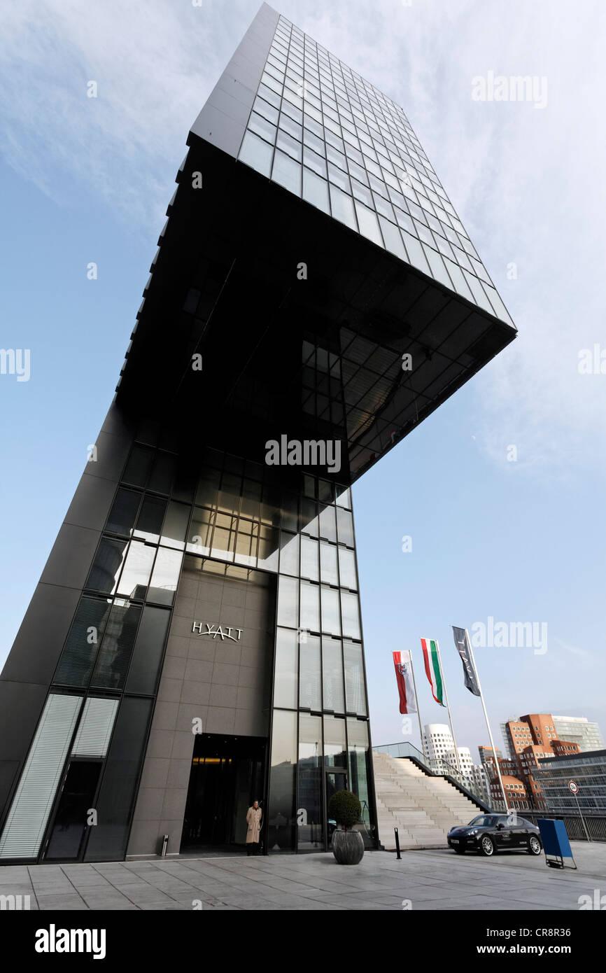 Hyatt Hotel, futuristic tower building with cantilever, Hafenspitze, Medienhafen harbour, Duesseldorf, North Rhine - Stock Image