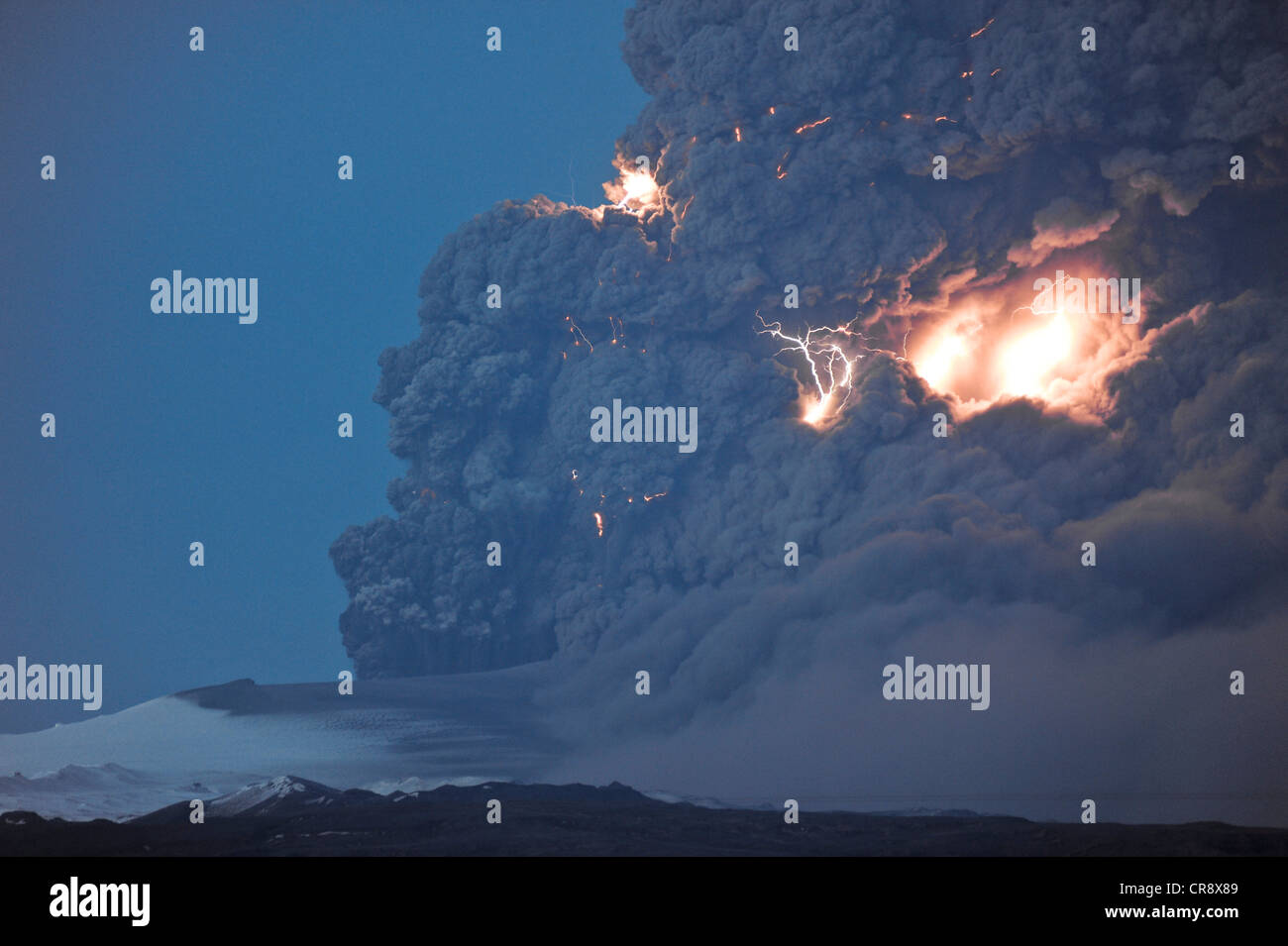 Lightning flashes in a charged cloud of ash from Eyjafjallajoekull Volcano, April 2010, Iceland, Europe - Stock Image