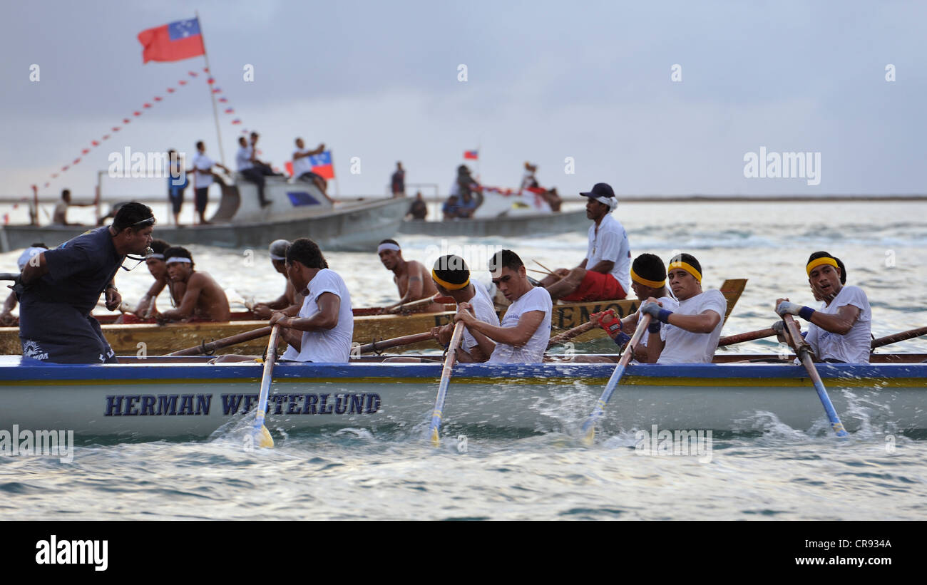 Fautasi Race Finals and two boats vie for position as they head back inside the reef towards Apia Harbour, Samoa - Stock Image