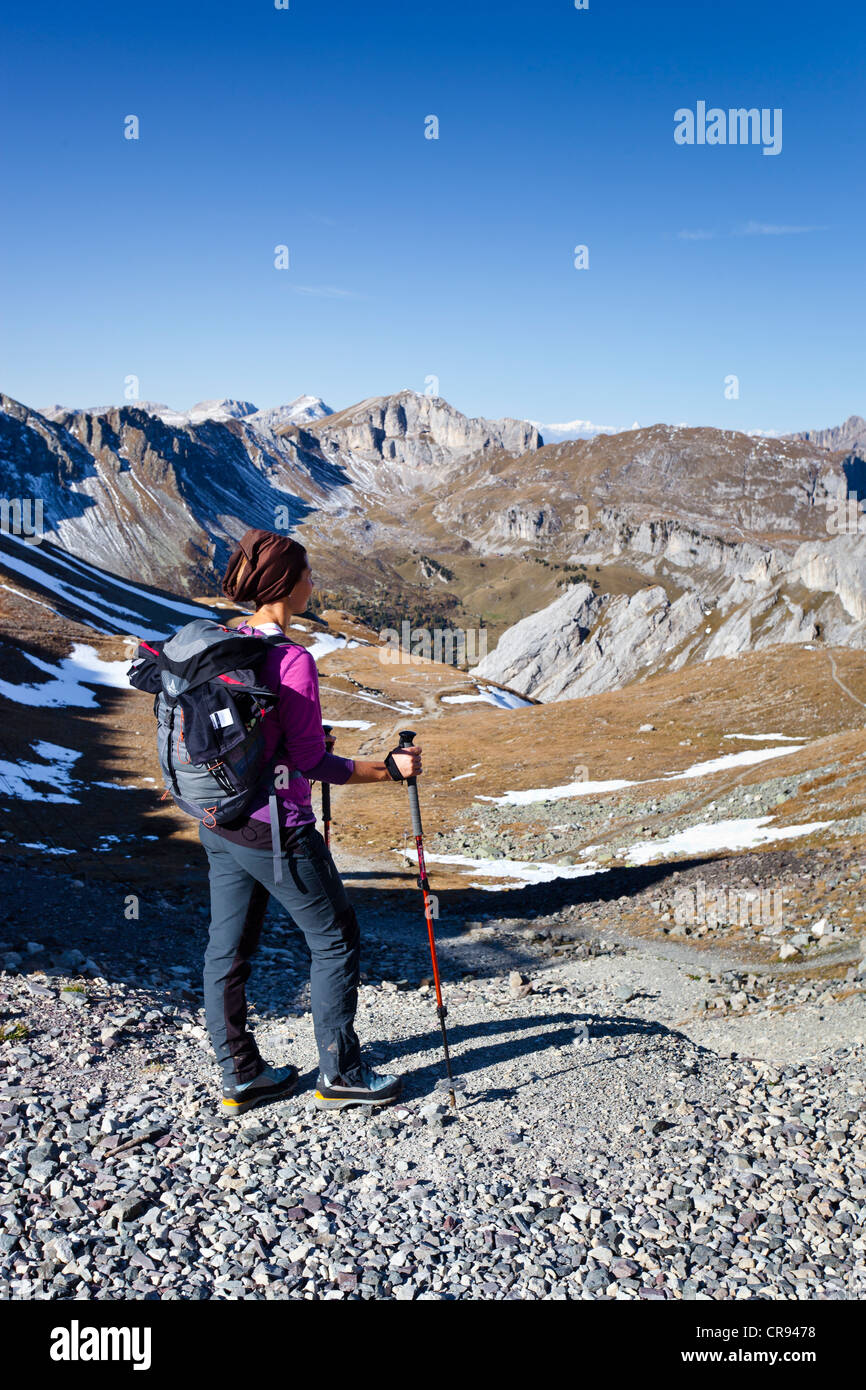 Hiker at the Bervagabunden-Huette hut, on the ascent to the Bepi Zac climbing trail in the San Pellegrino valley Stock Photo