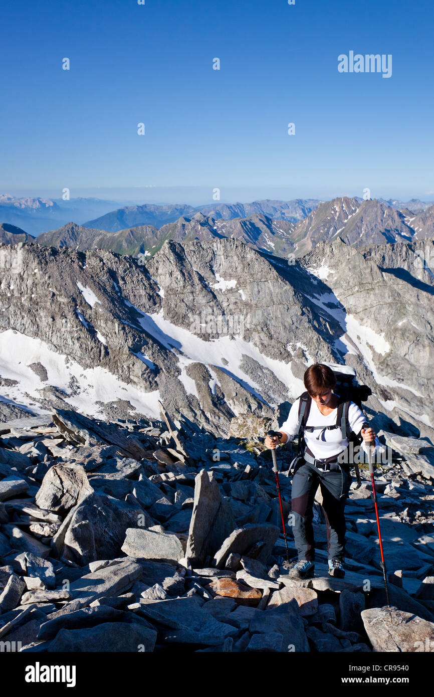Female mountaineer climbing Hochfeiler mountain, Pfitschertal, Eisack and Wipptal valleys, and the Dolomites at Stock Photo