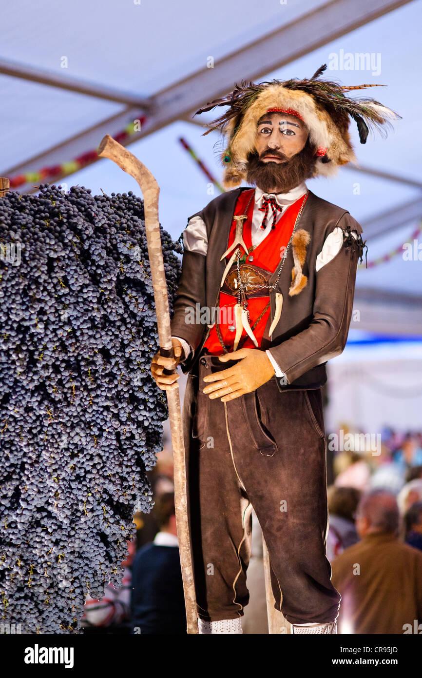 Traditionally costumed figure, Toerggelefest festival in Tramin, province of Bolzano-Bozen, Italy, Europe - Stock Image