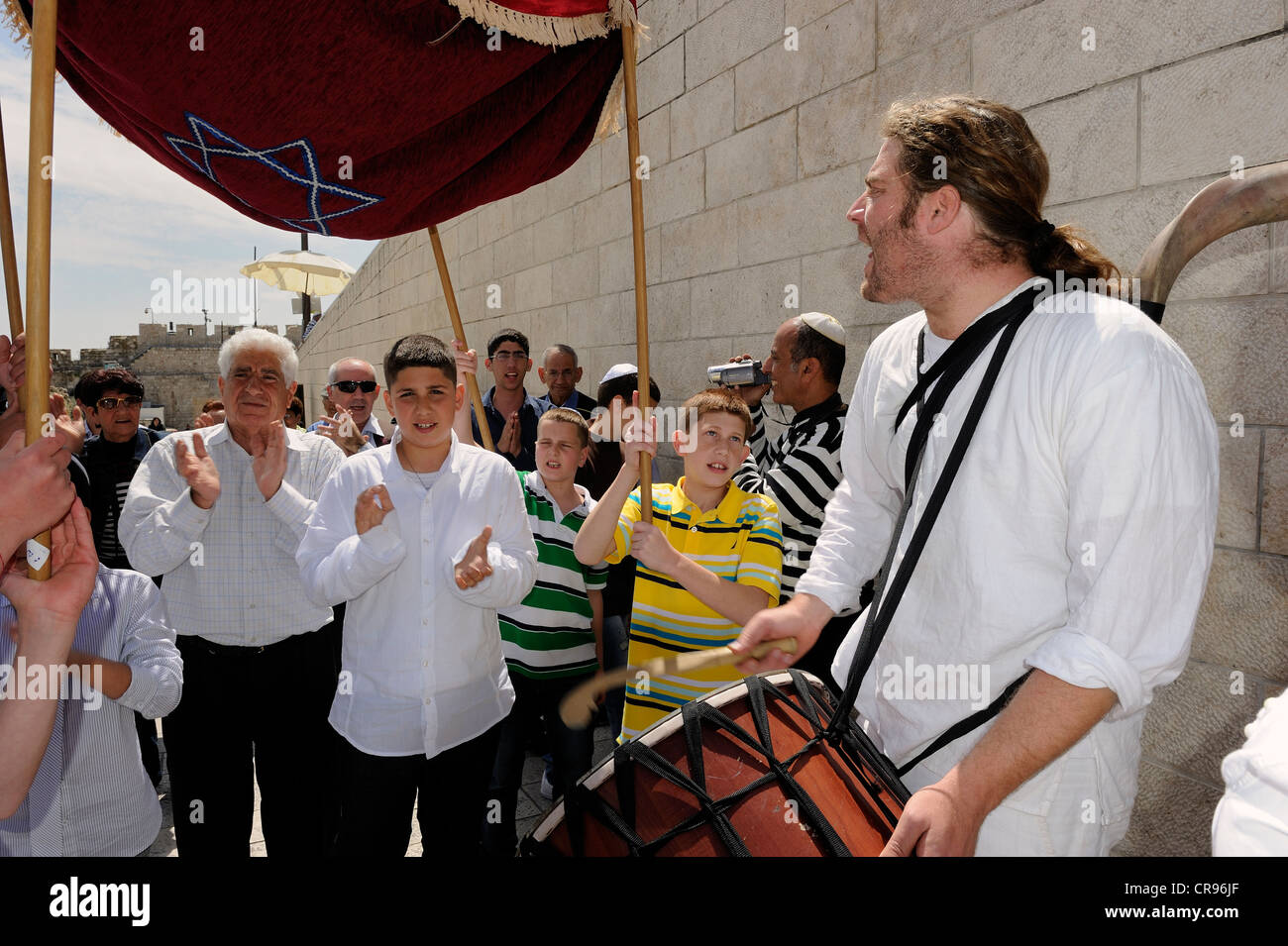 Bar Mitzvah celebration, boy, parents and guests are led to the Western or Wailing Wall to the sound of music, Muslim - Stock Image