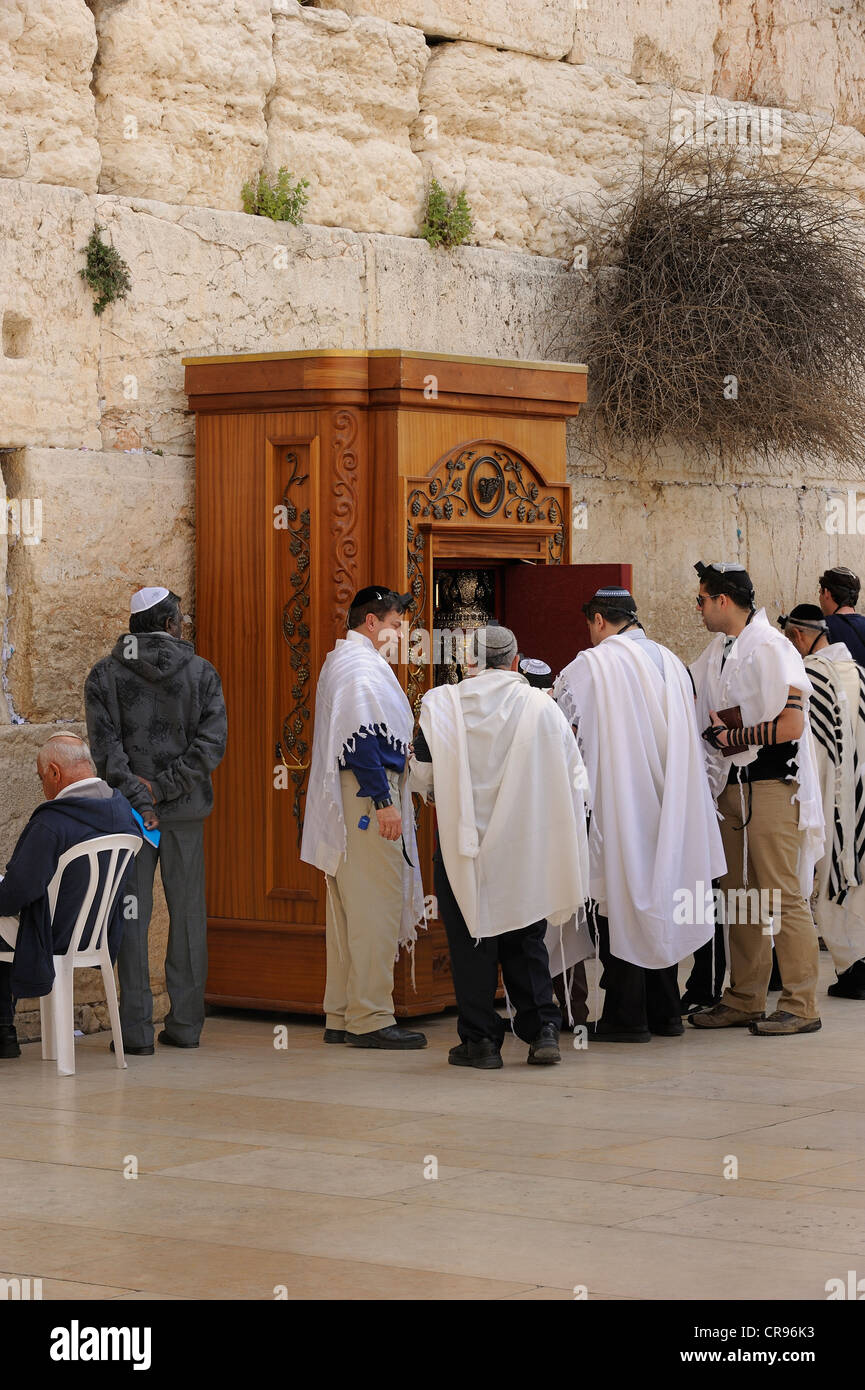 At the Wailing Wall, Western Wall, the Torah scroll is removed from the holy shrine, Bar Mitzvah celebration, Arab - Stock Image