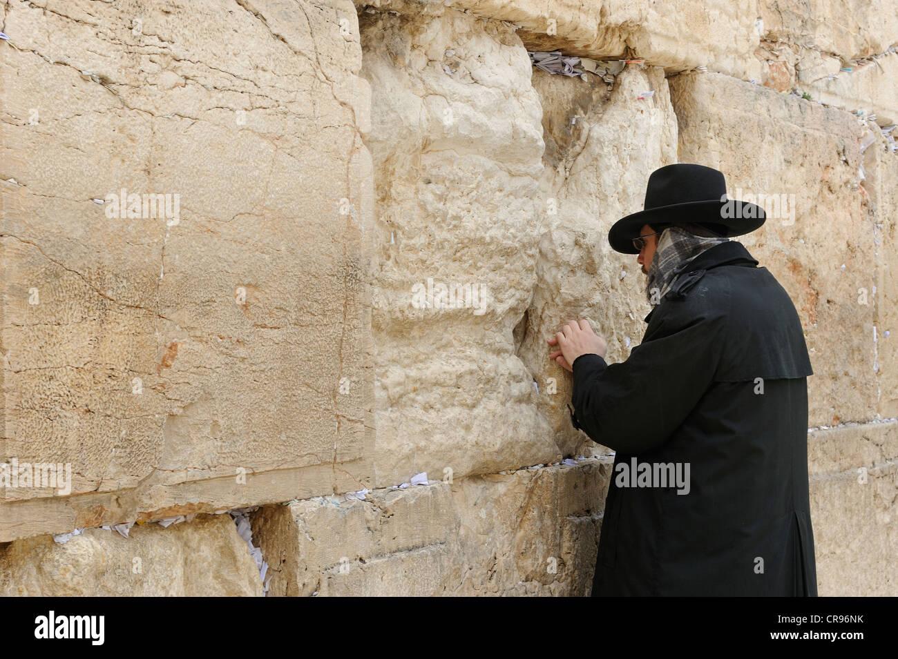 Orthodox Jew praying at the Western Wall, Wailing Wall, Old City, Arab Quarter, Jerusalem, Israel, Western Asia - Stock Image